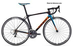 Giant Tcr Advanced 1 105 Road Bike 2017 (ex Display) Medium/large - CLIMB FASTER. CORNER QUICKER. BREAK AWAY FROM THE PACK. FOR ALL-AROUND ROAD RACING